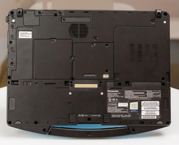 Panasonic Toughbook FZ-55 - Модуль SSD расположен в отдельном, легко доступном отсеке в нижней части Toughbook 55 (вверху слева на фото выше). Возможность удаления загрузочного диска позволяет хранить диск в отдельном месте от ноутбука.